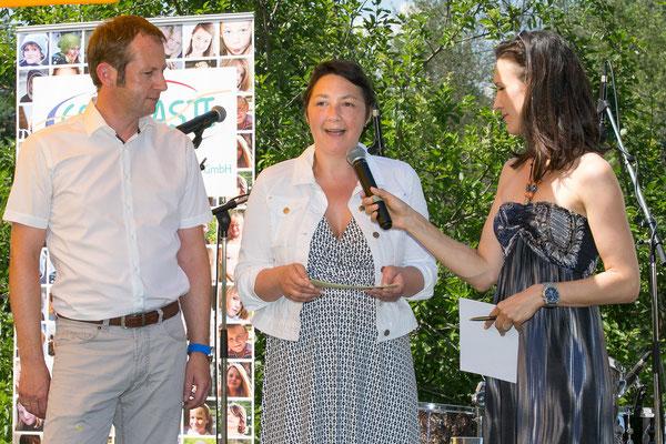 Christian Sickl und Kathrin Partl werden von Moderatorin Barbara Fleißner interviewt