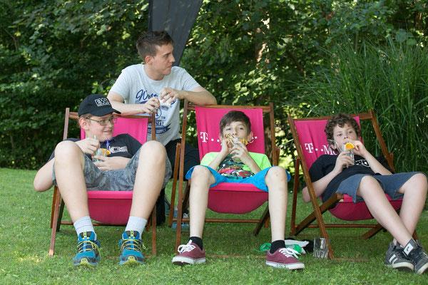 Junge Gäste beim chillen