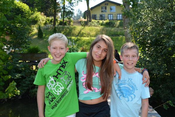 Daniel, Sherin und Niko, die jungen Kapitäne der drei Schiffe