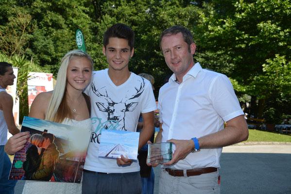 Jasmin Wedenig, Gewinnerin des B3-Relations-Fotowettbewerbes mit ihrem Freund und GF Christian Sickl