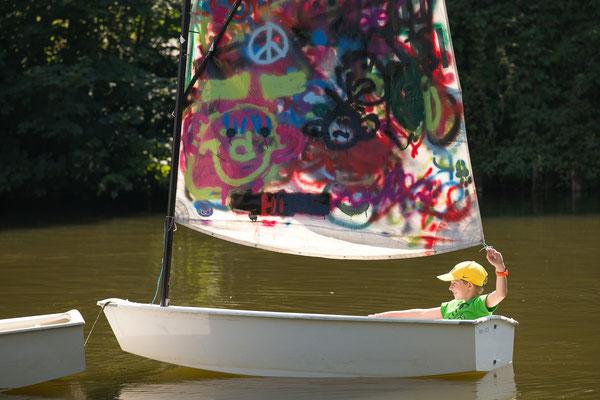 Daniel steuert eines der drei Boote