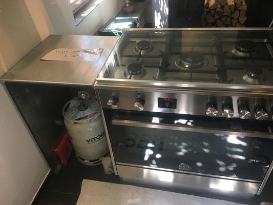 Dampfabzug und Kochherd Verkleidung mit Ablage aus CNS / Muh-Stübli Neftenbach