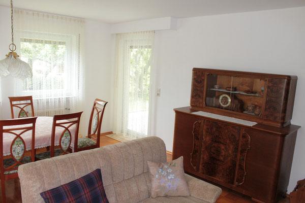 Historische Möbel und schlichte Moderne