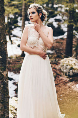 emmanuelle-gervy-robe-de-mariee-tulle-plumetis-dentelle-broderie-plissage-foret-mariage-montagne-neige