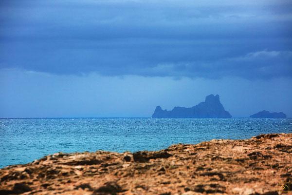 Formentera-Ibiza-ballade-rochers-shooting-inspiration-mariage-emmanuelle-gervy