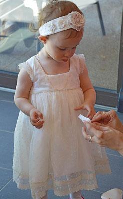 robe-de-baptême-légère-tulle-brodé-dentelle-écrue-rétro-creation-unique-emmanuelle-gervy-grenoble