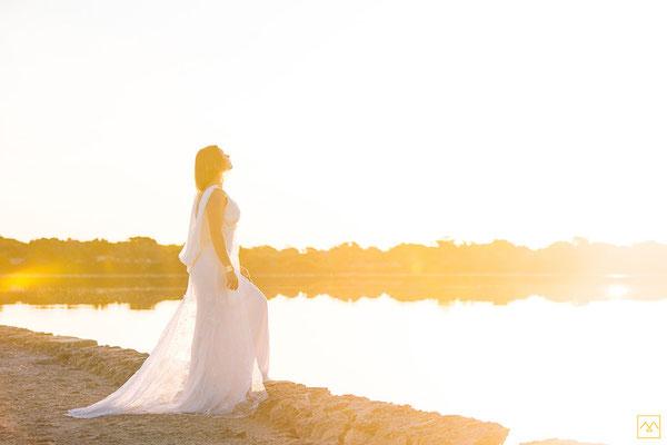 robe-de-mariee-avec-traine-en-dentelle-transparente-soie-lumineuse-creation-emmanuelle-gervy