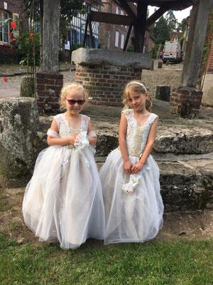 robes-demoiselles-d'honneur-mariage-sur-mesure-grenoble-beige-dorée-coupe-princesse-tulle-léger-dentelle-rebrodée