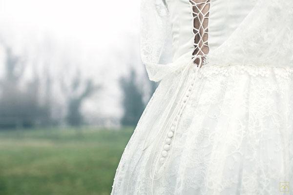 emmanuelle-gervy-robe-de-mariee-detail-dos-dentelle-laçage-boutonnage-top-blousant-medieval