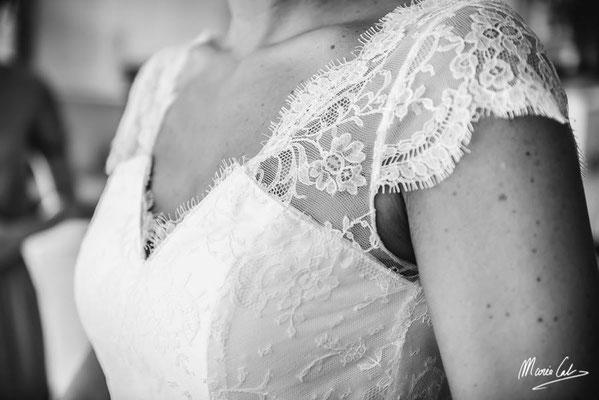 robe-de-mariée-découpe-originale-bustier-et-top-dentelle-avec-manches