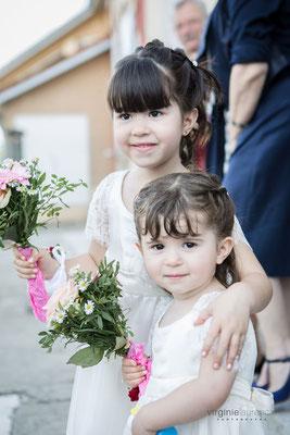 robes-de-cortèges-fillettes-mariage-champêtre-détails-manches-dentelle-de-calais-creation-unique-grenoble