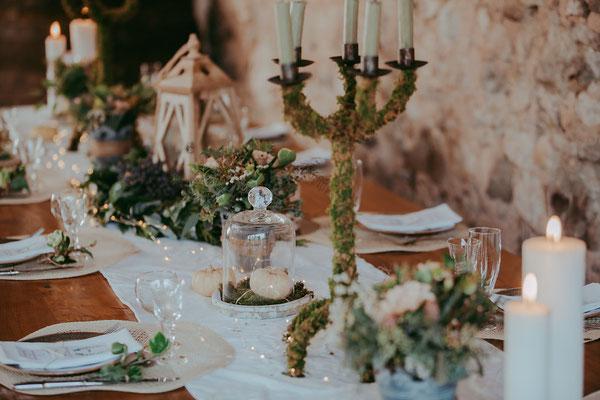 emmanuelle-gervy-mariée-boho-champetre-table-déco-chandelier-fleurs-mariage-chateau