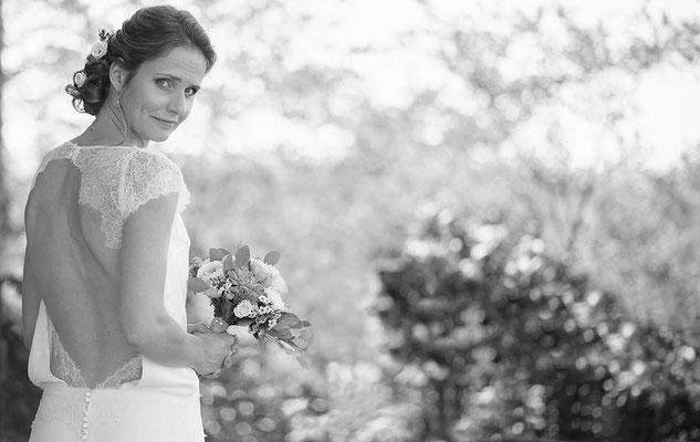 robe-de-mariée-top-blousant-dos-nu-découpe-dentelle-de-calais-creation-originale-emmanuelle-gervy