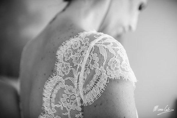 robe-de-mariée-dentelle-de-calais-caudry-jean-bracq-petit-feston-fleuri-classique-creation-sur-mesure-emmanuelle-gervy