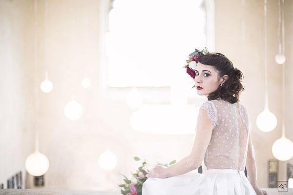 emmanuelle-gervy-robe-de-mariee-dos-dentelle-legere-fleurie-couvent-des-carmes-mariage-vercors-isere