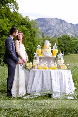emmanuelle-gervy-robe-de-mariee-mariage-champetre-candy-bar-decoration-jaune-gris-annecy
