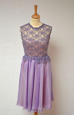 robe-demoiselle-d'honneur-courte-col-rond-dentelle-couleur-parme-soie-française-su-mesure-grenoble