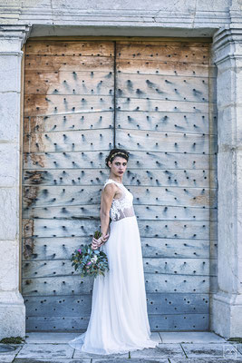 robe-de-mariee-longue-dos-nu-pointe-dentelle-broderie-mariage-champetre-isere