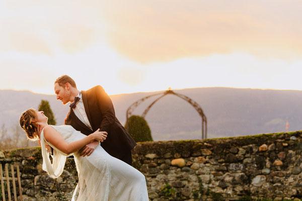 mariage-coucher-soleil-chateau-col-bénitier-dentelle-calais-robe-emmanuelle-gervy