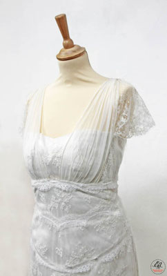 robe-de-mariée-grenoble-coupe-empire-detail-dentelle-de-calais-caudry-sophie-hallette-finesse-creation-emmanuelle-gervy