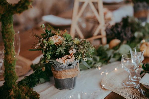 emmanuelle-gervy-mariage-champetre-grange-déco-table-fleurs-nature-morgenex