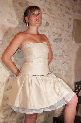 robe-de-soirée-courte-sur-mesure-creation-bustier-soie-dorée-emmanuelle-gervy-grenoble