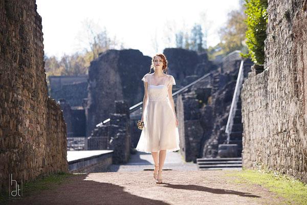 robe-courte-sur-mesure-mariage-confortable-dentelle-emmanuelle-gervy-lyon
