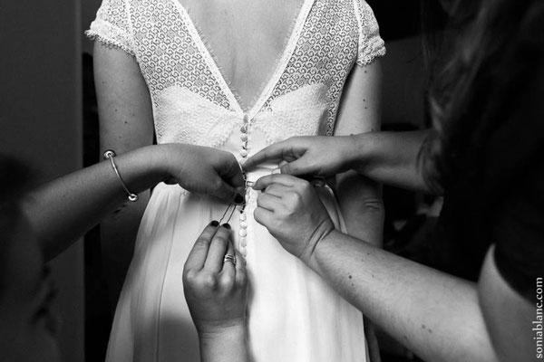 robe-de-mariée-dentelle-de-calais-caudry-graphique-motif-tourbillon-serré-bordé-par-galon-dentelle-arrondi-sur-mesure-grenoble