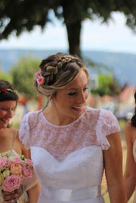 robe-de-mariée-devant-dentelle-de-calais-caudry-jean-bracq-classique-fleurie-légère-sur-mesure-grenoble