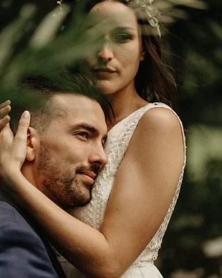 robe-de-mariee-dentelles-graphiques-sur-mesure-créateur-mariage-boheme-champetre-tendance-2019