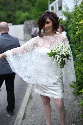 robe-de-mariee-courte-et-cape-en-dentelle-de-calais-sur-mesure-grenoble-lyon-annecy