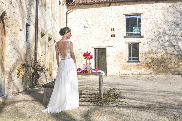 emmanuelle-gervy-robe-de-mariee-dos-decollete-plumetis-broderie-plis-couvent-des-carmes-domaine-mariage