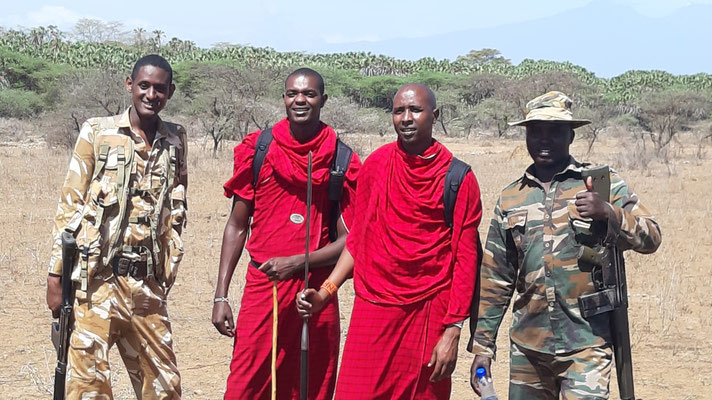 Von Rangern und Massai geschützt beim Bush Walk