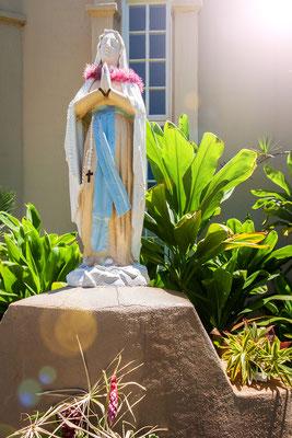 Maui: Lahaina: Virgin Mary statue