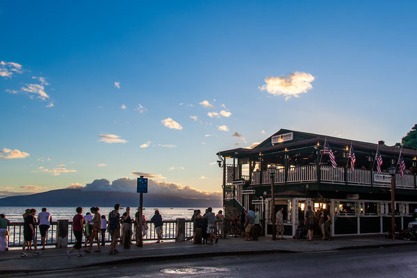 Maui: Lahaina Front Street: Sunset with Cheeseburgers in Paradise