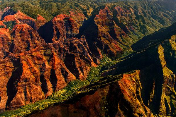 Kauai: Helicopter Flight: Waimea Canyon