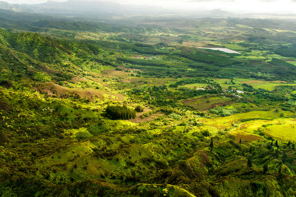 Kauai: Helicopter Flight: Sun is breaking through the clouds