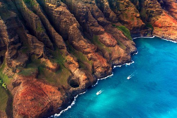 Kauai: Helicopter Flight: Nā Pali Coast with Open Ceiling Cave Pukalani