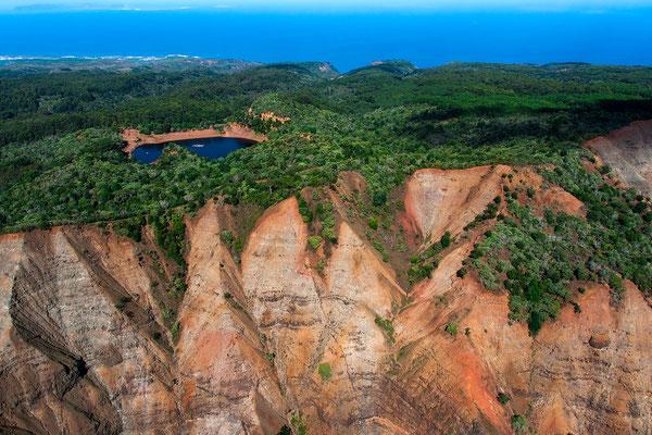 Kauai: Helicopter Flight: Waimea Canyon, Lua Reservoir