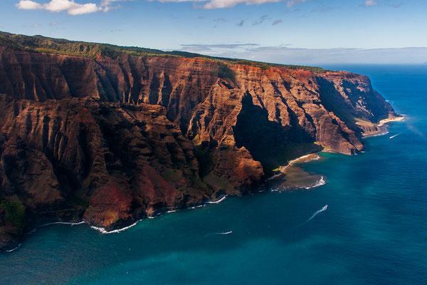 Kauai: Helicopter Flight: Along the amazing Nā Pali Coast