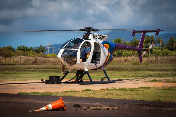 Kauai: Lihue Airport: Hughes 500 - Waiting for take off