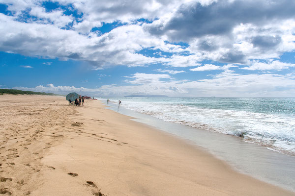 Kauai: Polihale State Park: Barking Sands Beach, Nihau at the horizon