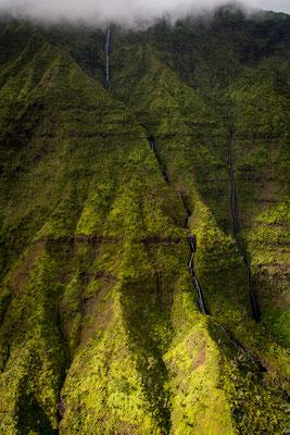 Kauai: Helicopter Flight: Falls from Kawaikini and Waiʻaleʻale