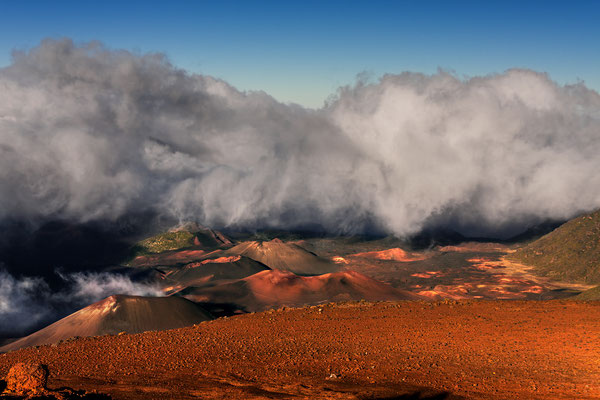 Maui: Haleakala National Park: Looking into the crater