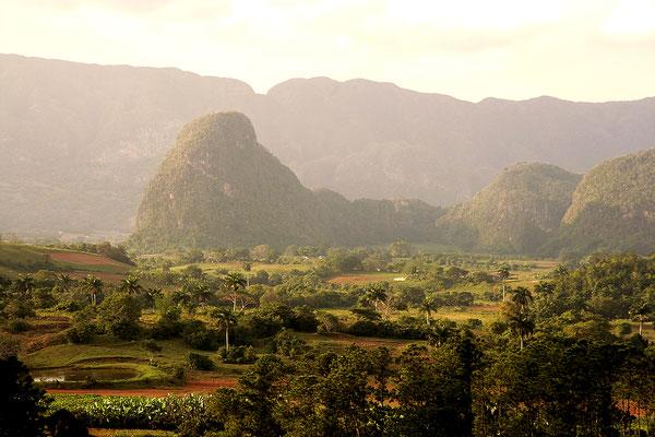 Cuba: Valle de Viñales: Panorama view