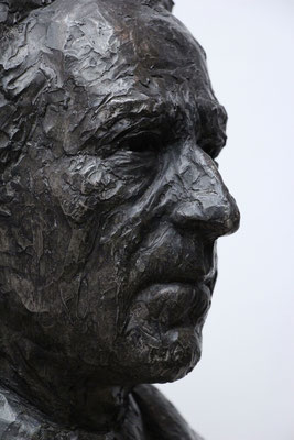 Buste-Jean-Cocteau-sculpteur-Langloÿs