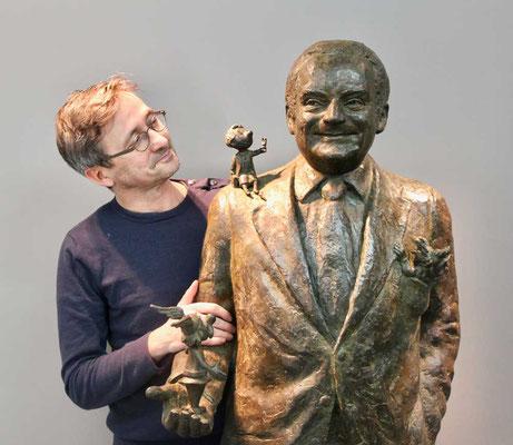 Buste-Statue-Sculpture-Bronze-René-Goscinny-Sculpteur-Langloÿs