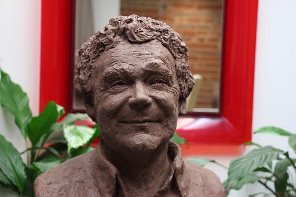 Buste, de Pierre Perret, à Castelsarrazin, sculpteur Langloÿs