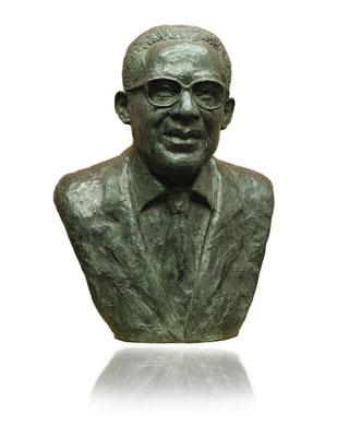 Buste, en bronze d'Aimé Césaire, pour la mairie de Basse-Pointe en Martinique, Sculpteur Langloÿs.