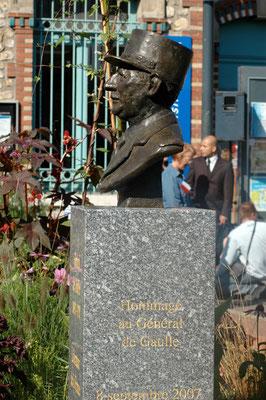 Buste, en bronze du Général de Gaulle, à Epinay-sur-Seine, Sculpteur, Langloÿs